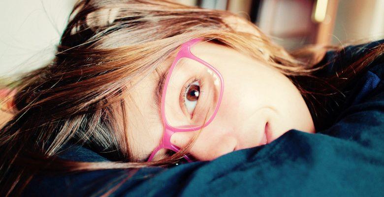 Pourquoi est-il important de surveiller la vue et l'audition de son enfant très tôt ?